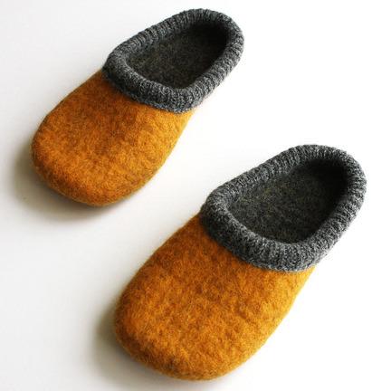 felt_slippers